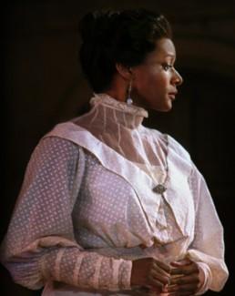 Elizabeth Llewellyn – La Contessa, Le Nozze di Figaro – Opera Holland Park, 2011